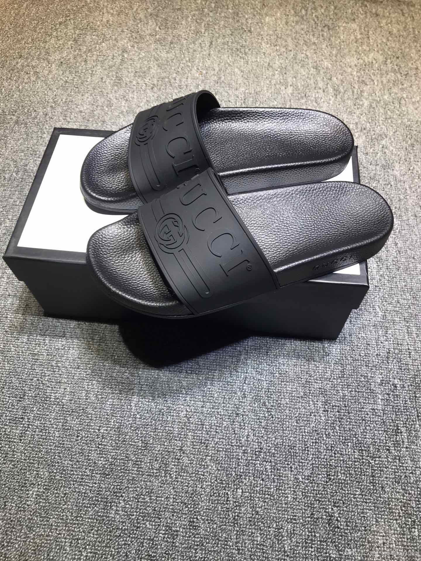 2020 nuevo color de lujo de París deslizadores para mujer para hombre sandalias del verano de la playa de diapositivas Zapatillas señoras de las chancletas de los holgazanes del cielo azul Chaussures