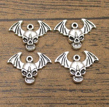 Antike silberne Flügel-Schädel-Charme-20PCS / Lot 24 * 17mm, Schädel-Kopf-Anhänger DIY Schmuck Tibetan Silber-WY1384