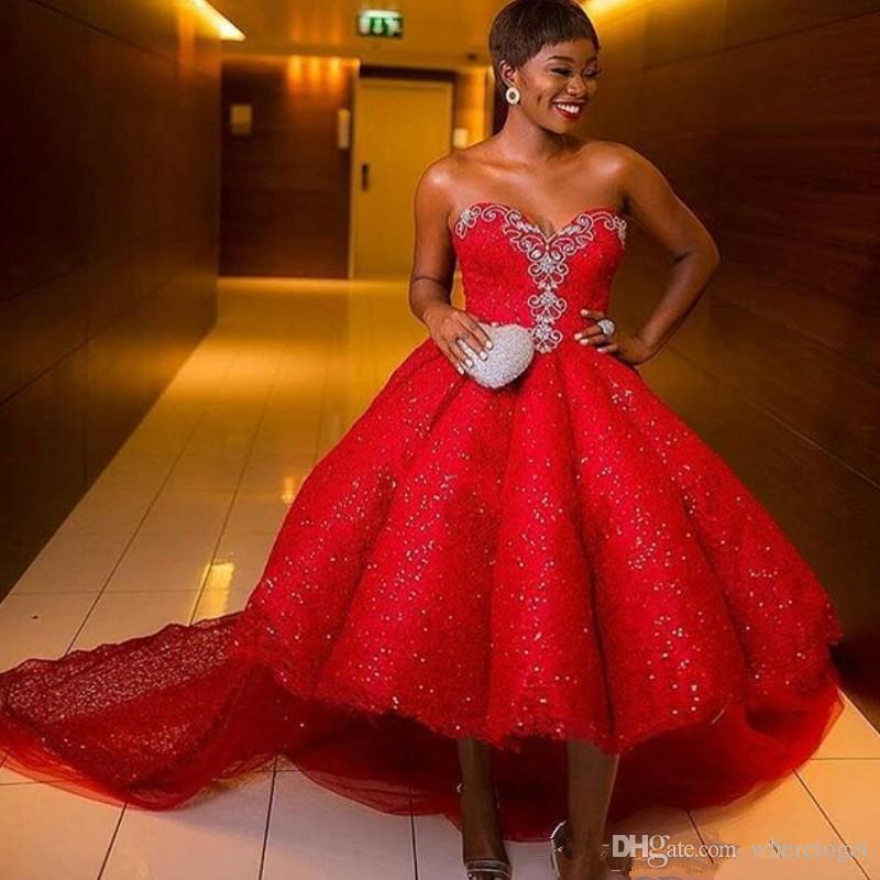 Palla di lusso Prom Dresses Sweetheart senza maniche con Applique del merletto di promenade posteriore Lace-Up High Low paillettes Gowns