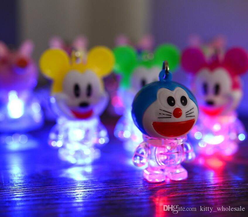 1500PCS 빛나는 도라에몽 키 체인 빛나는 색 변경 주도 키 체인 어린이 만화 소설 장난감 선물 Gysings HYS113 주도