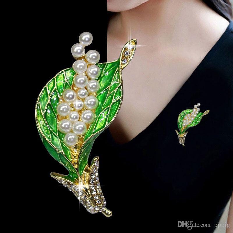 Ladies fashion business flower jewelry brooch designer beautiful green bouquet leaf boutonniere with pearl clothing pin brooch gift
