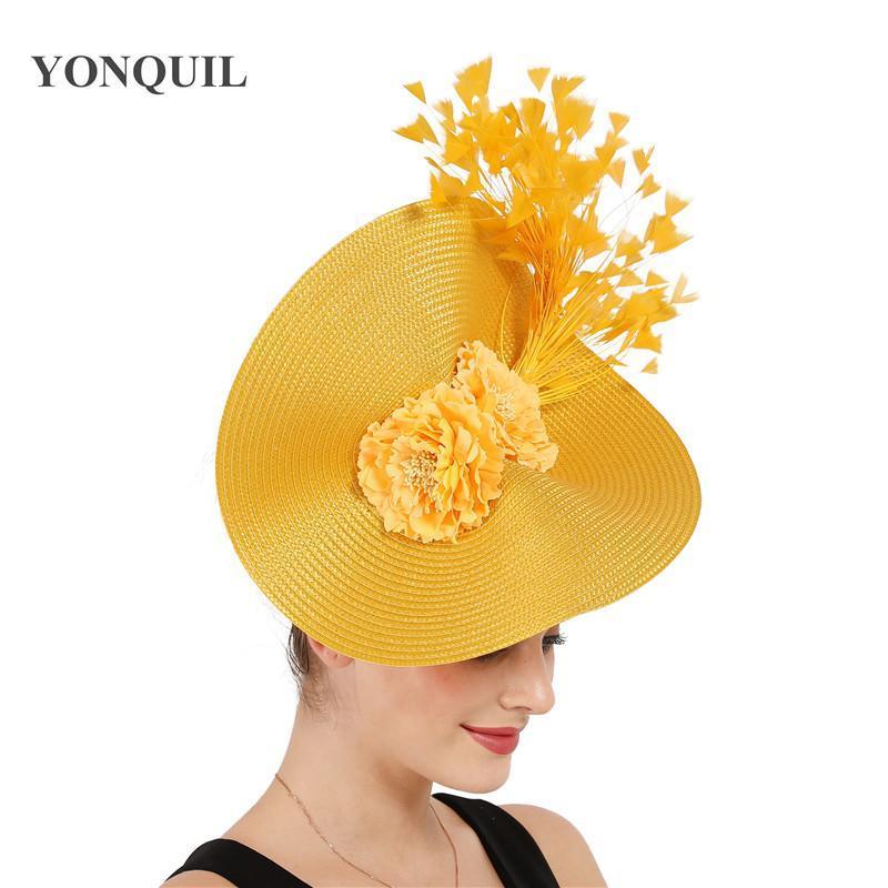 Gelb Derby Tee Feder Big Fascinator Fedorahüte Braut Hochzeit Kopfbedeckung Herrliche Kopfbedeckung mit Nizza Blumen Haar Zusätze jYCuJ