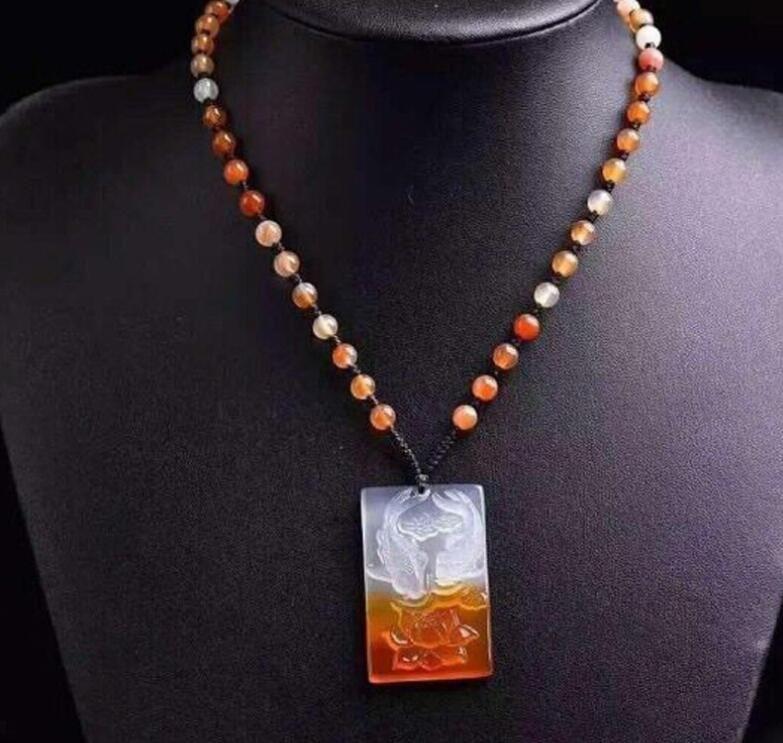 couleur de la glace naturelle jolie calcédoine Pendentif marque pendentif lotus Poisson carpe poisson rouge Yuyu chaîne chandail chaque année