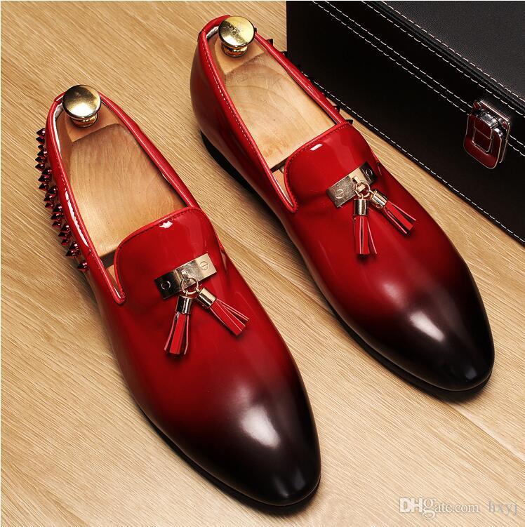 Hombres planos negro rojo remaches de oro remiendo formal borla zapato de cuero hecho a mano del banquete de boda hombres mocasines mocasines zapatos de vestir S134
