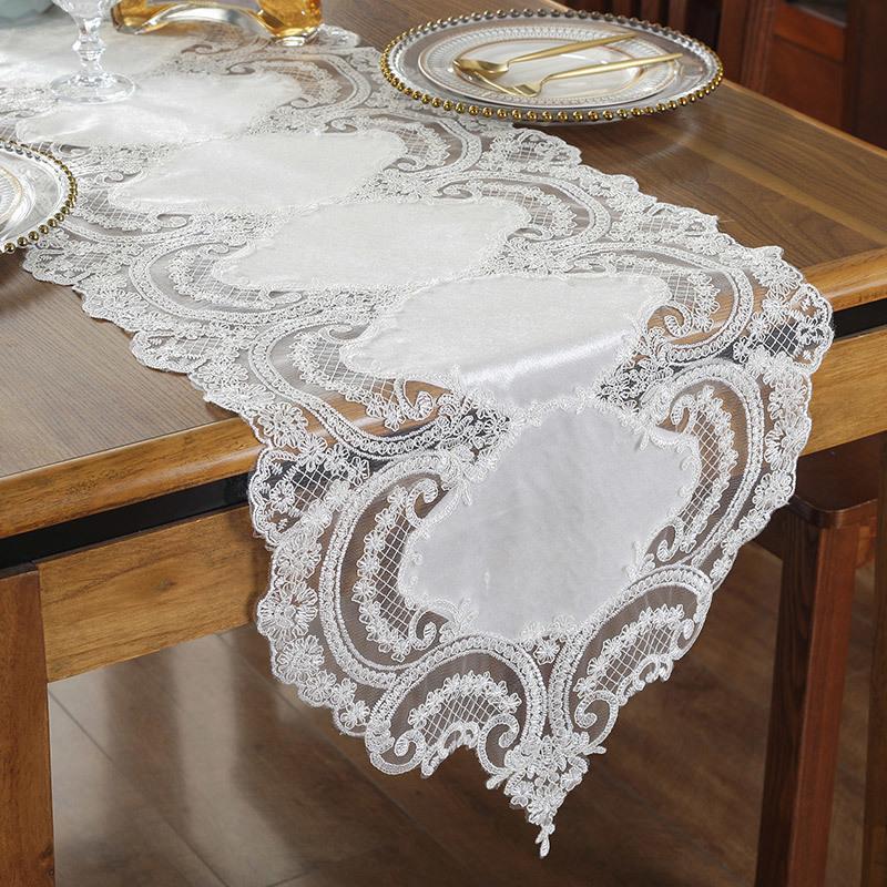 Stolze Rose Luxuxspitze-Tischläufer Tischdecke TV Schrank Abdeckung Stoff gestickter Tischchen Flagge Hochzeitsdeko Y200421