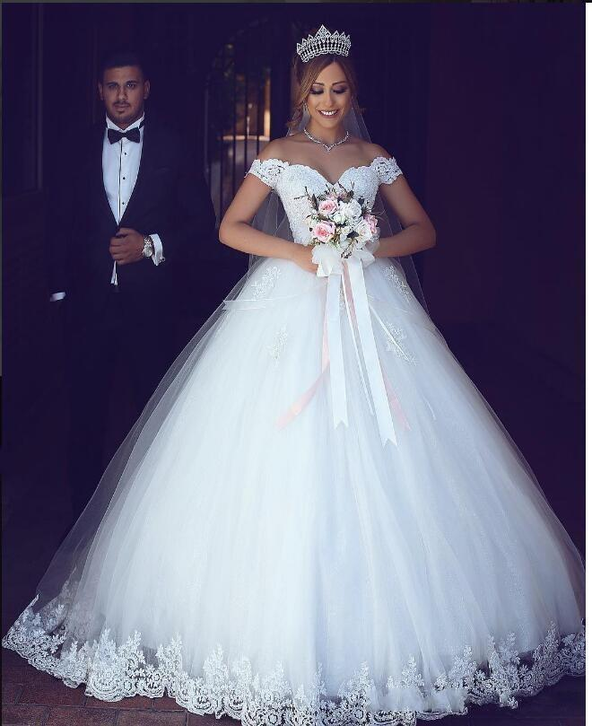 New Hot Cheap arabe Puffy Ball robe robes de mariée hors épaule dentelle appliques perles Tulle dos ouvert Longueur du plancher, plus la taille robes de mariée