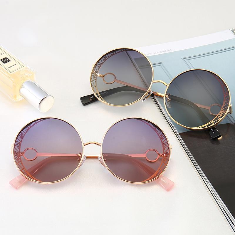 케이스 럭셔리 디자이너 1 선글라스 여성 패션 라운드 여성 여름 스타일 블랙 골드 프레임 안경 최고 품질 보호 렌즈 가자