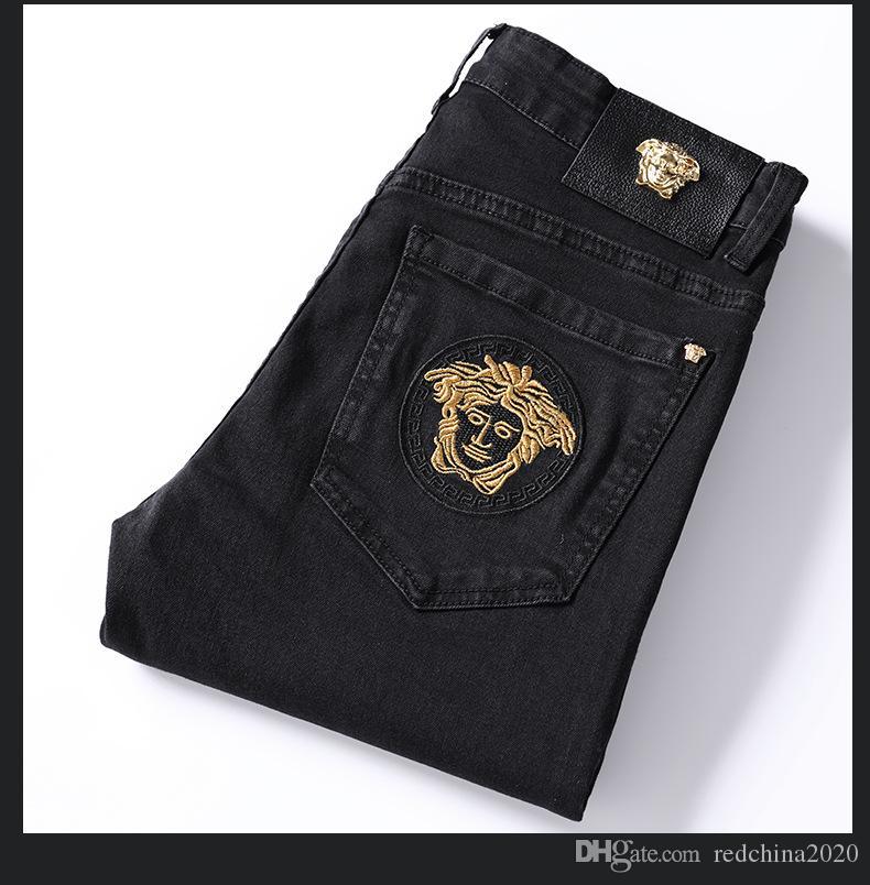 2020 heiße Verkaufs-Marke Mens Designer Patches Ripped Slim Fit Jeans Stickerei gerade Geschäft Berühmte klassische Herren-Jeans Hosen 8927