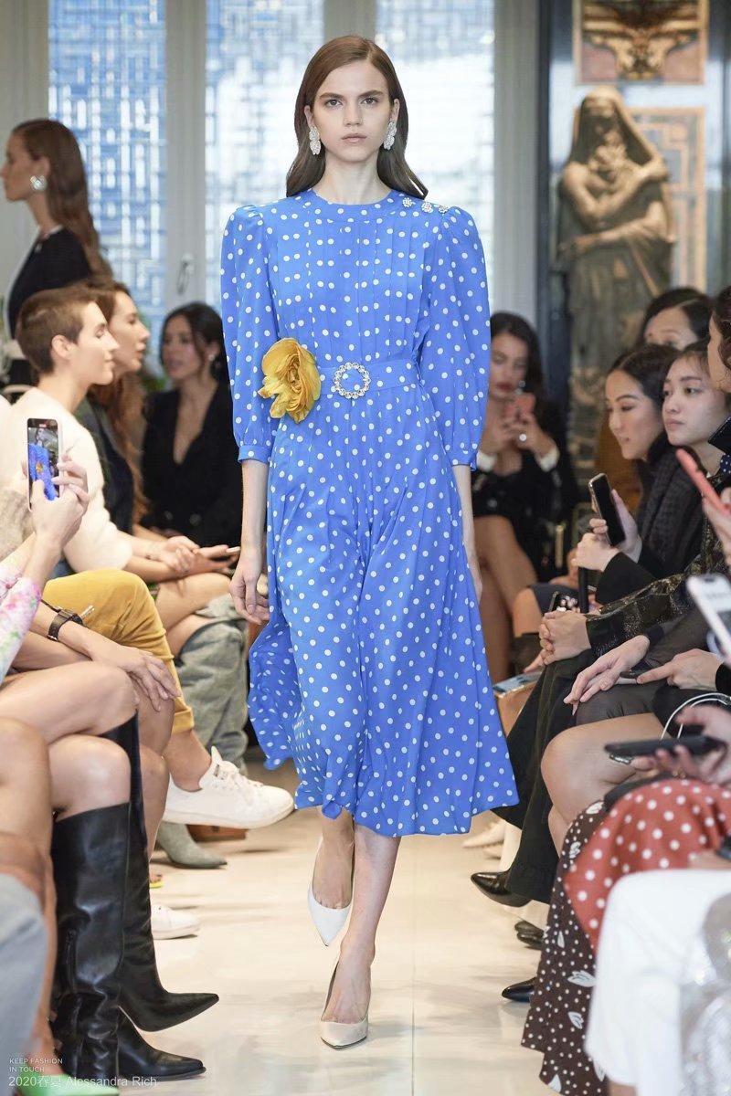 Donne Pois Sky abito blu con strass cintura pieghe abiti lunghi della moda di New Brief