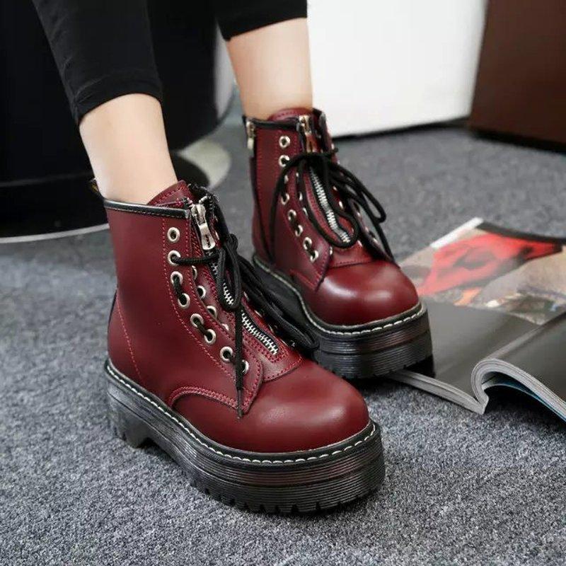 Scarpe punk delle signore di combattimento stringati Cinturino di equitazione stivali da moto della piattaforma Womens Rosso Nero Nuovo C356