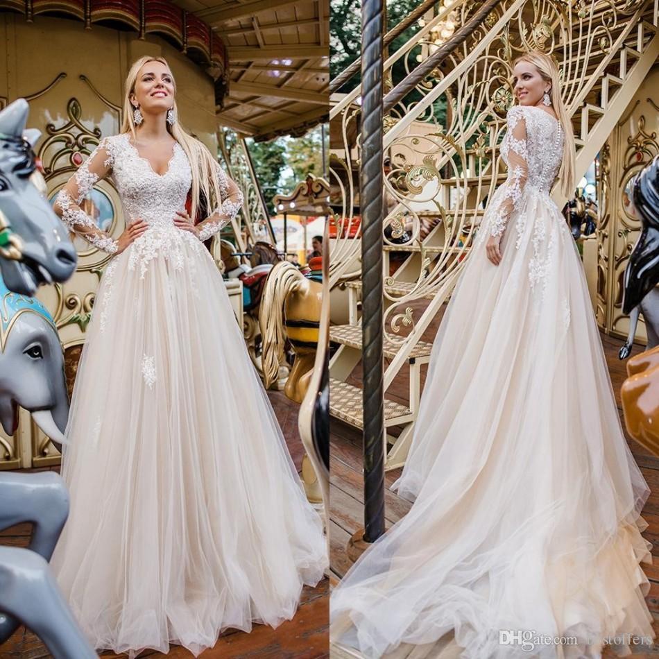 2020 Vestidos 드 노비 최신 라인 파란색 레이스 아플리케 웨딩 드레스 V 넥 덮여 버튼 위로 긴 소매 웨딩 드레스 저렴한