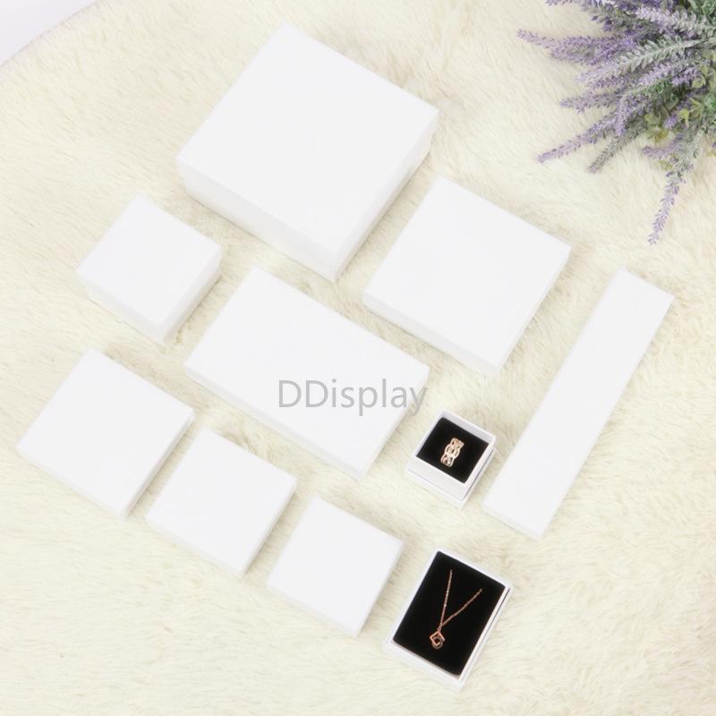 [DDispaly] Conjunto de joyas Caja personalizada Collar Exhibición de la joyería Pulsera blanca Caja cuadrada Durable con el embalaje de la joyería de la esponja