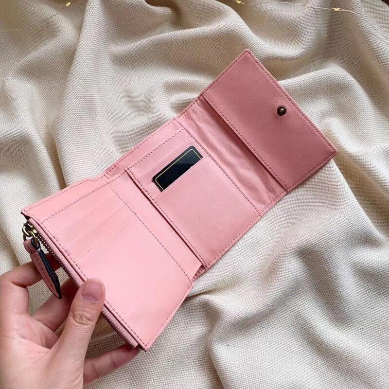 Diseñador-Corto Cartera Casual Cartera de cuero de grabación en relieve monederos del corazón con el titular de la tarjeta rosa Carteras de lujo del rectángulo para mujer del monedero del bolso