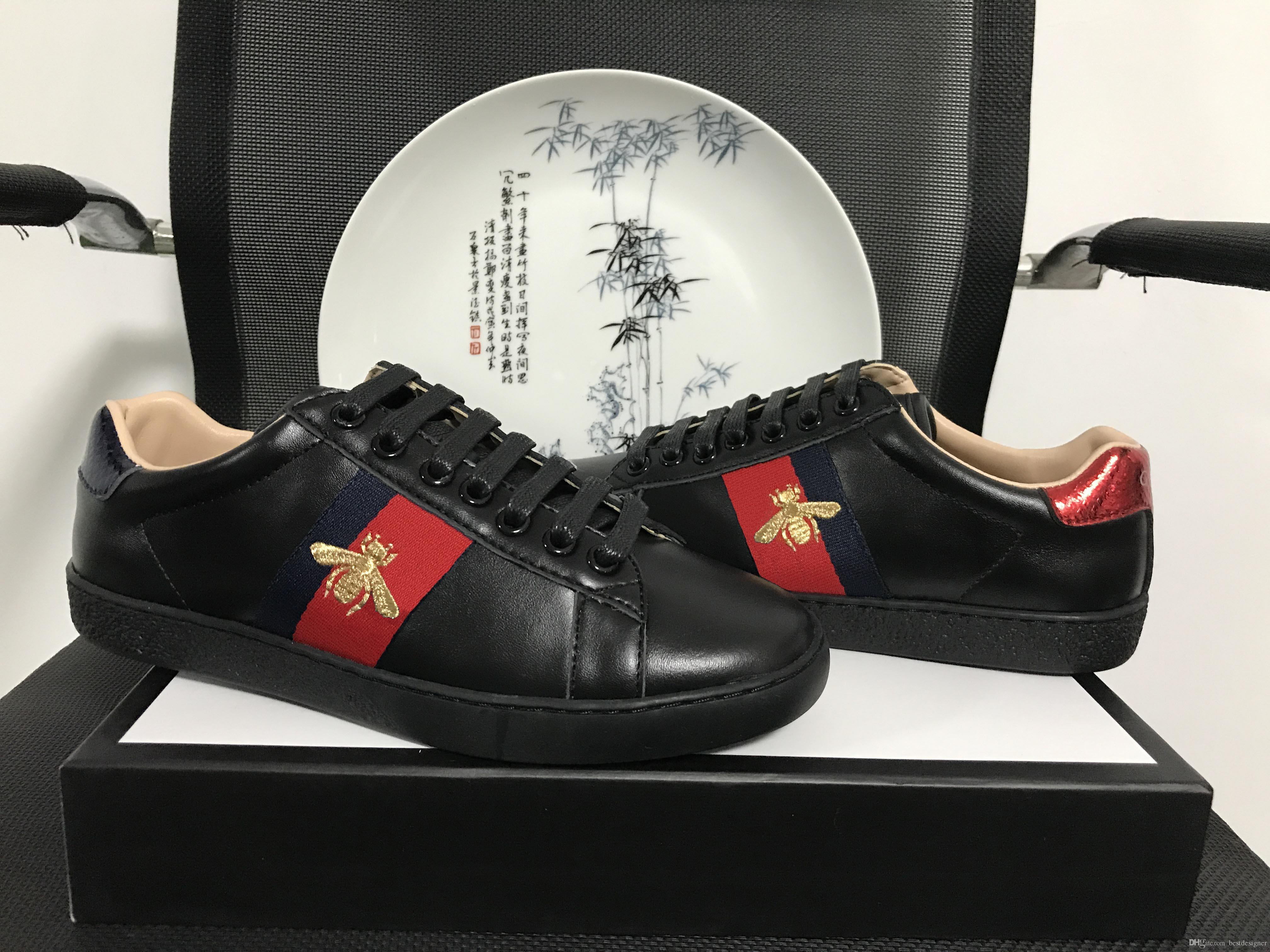 المصمم الأصلي ايس الأسود النحل التطريز الرجال والنساء للأغراض العامة جلد أخضر أحمر شريط كلاسيكي زوجين الترفيه أحذية