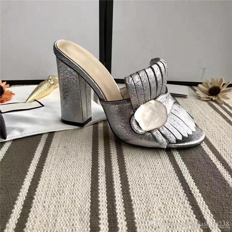 Sandalias clásicas Dama diseñador de lujo Diseñador de lujo Sandalias de marca Hebilla de metal Cuero sexy zapatos de tacón alto para mujer Grueso
