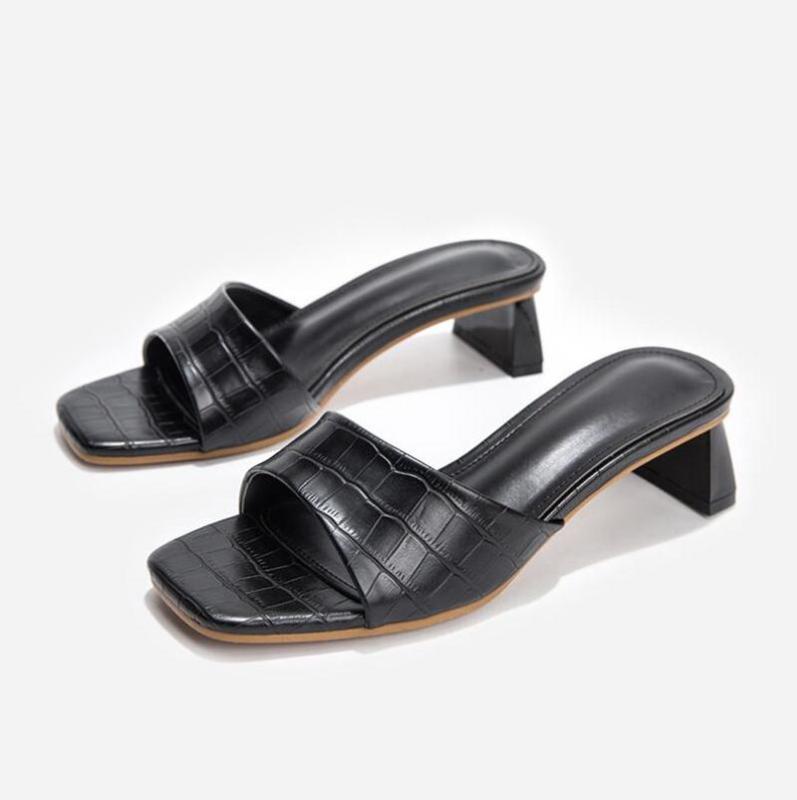 Zapatillas diseño de moda de punta cuadrada suave mulas zapatos para mujer diapositivas concisas serpiente estampado de sandalias de cuero Partido Tacones bajos Negro
