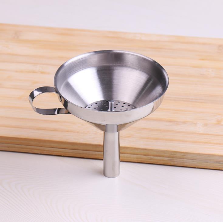 Cuisine fonctionnelle en acier inoxydable huile de miel avec Entonnoir amovible / filtre pour parfum Outils eau liquide SN1035