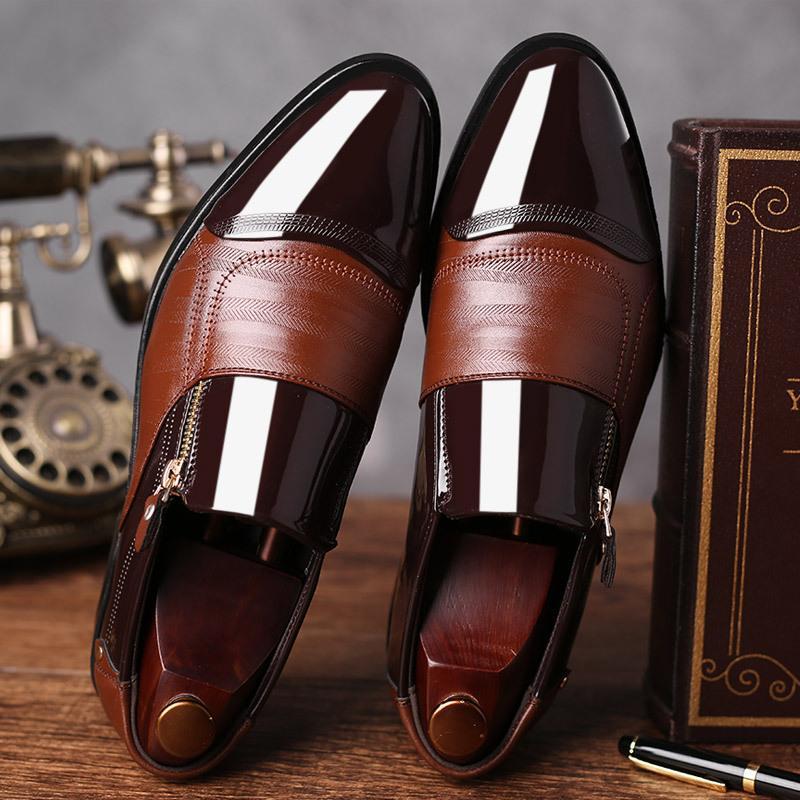 2019 Nuova Large Size Shoes vestito da affari degli uomini di PU ha indicato i pattini degli uomini di un pedale Casual pigro Mens