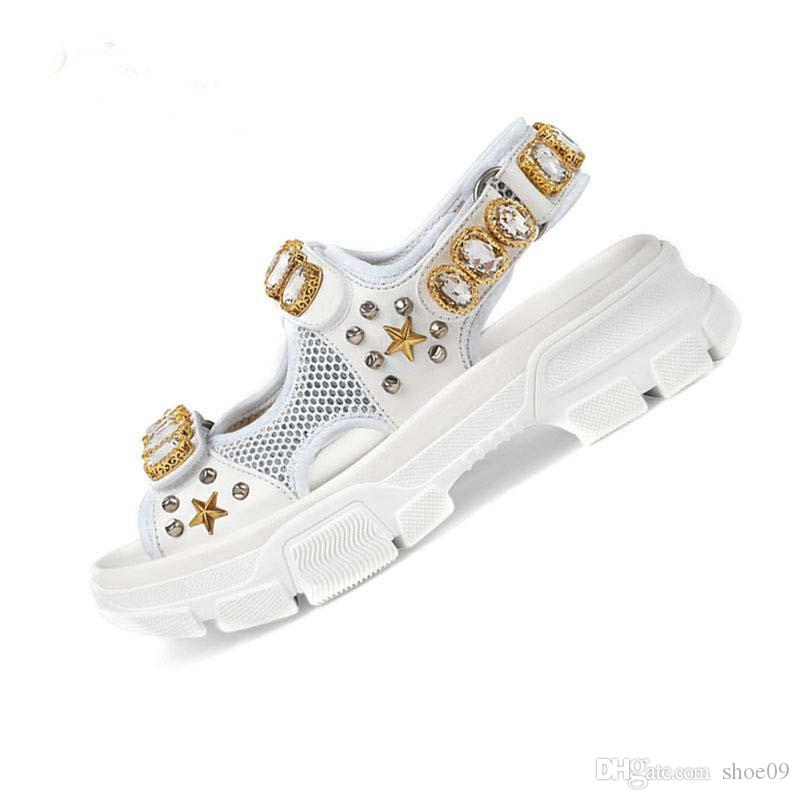 2019 Zapatos de diseño de lujo Diapositivas Playa de verano Interior plano G Sandalias Zapatillas Chanclas para casa con punta de sandalia size35-40 con caja Q18