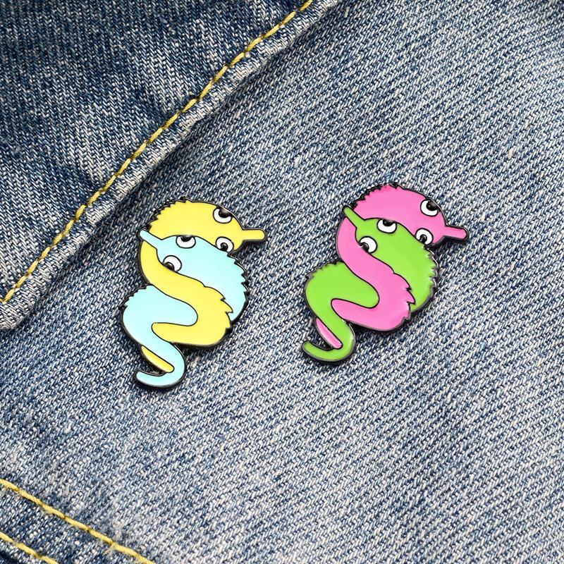 Cartoon Colored Caterpillar Epingles Broches de métal émail Bijoux Fantaisie Accessoires Sac à dos Chemise