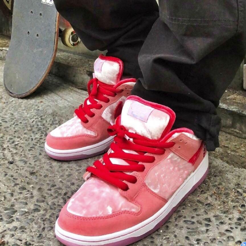 Новый 2020 горячий StrangeLove x SB Dunk Low PINK chaussures кроссовки женские мужские дизайнерские спортивные кроссовки Кроссовки CT2552-800