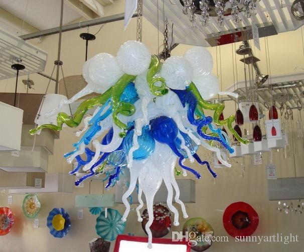 Le lustre en verre soufflé souillé par blanc bleu vert d'ampoules LED d'éclairage de plafond en verre de Murano de style Chihuly