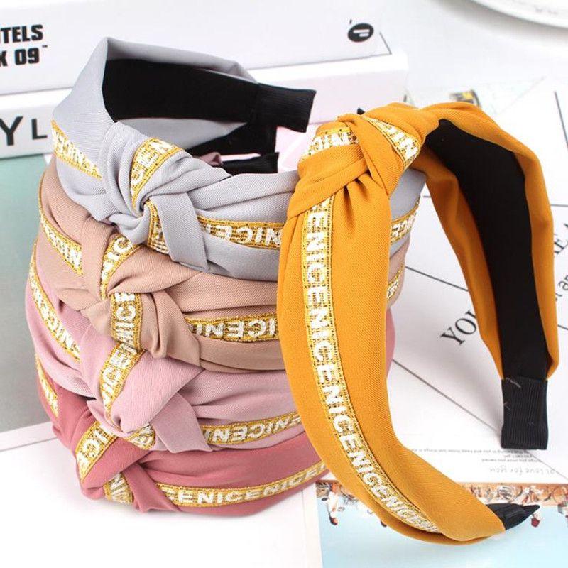 Knot Turban Lettre Bandeau Élastic Bandeau de cheveux Accessoires pour filles No Slip Slight Stay sur la bande de tête nouée bande de cheveux pour femmes