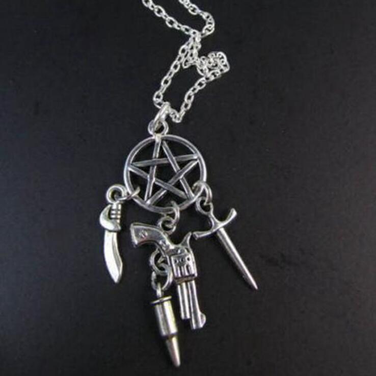 Supernatural Stregoneria Sword Gun Pentagram Proiettile Collana d'argento punk Collari collane del Choker dei monili delle donne del partito 20 PCS