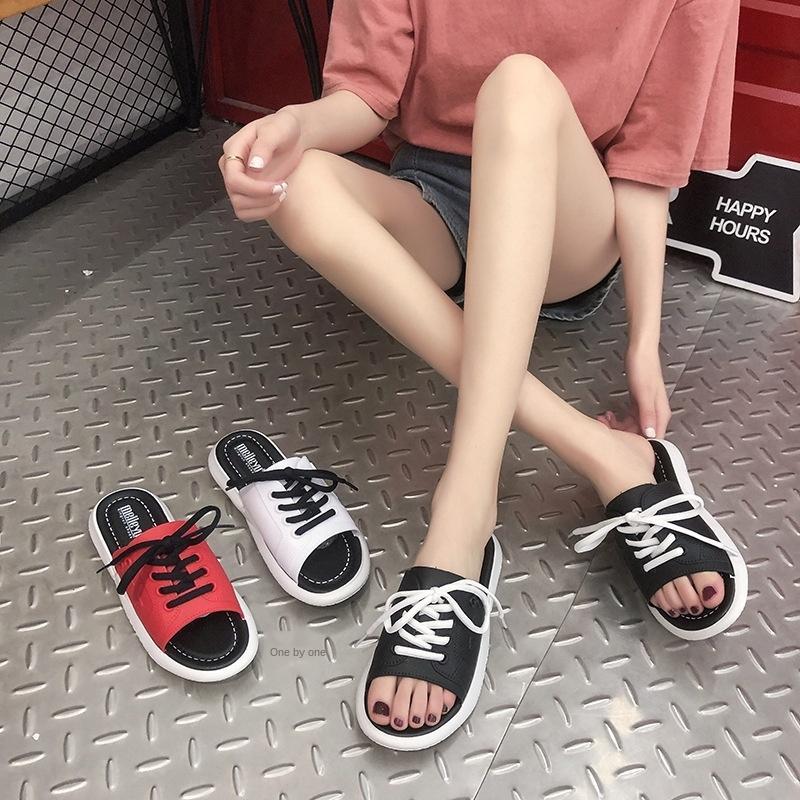Sandales et sandales 2020 cœur de l'été nouvelle mode fille ins Internet à la mode pantoufles rouge tout-match pantoufles d'une ligne