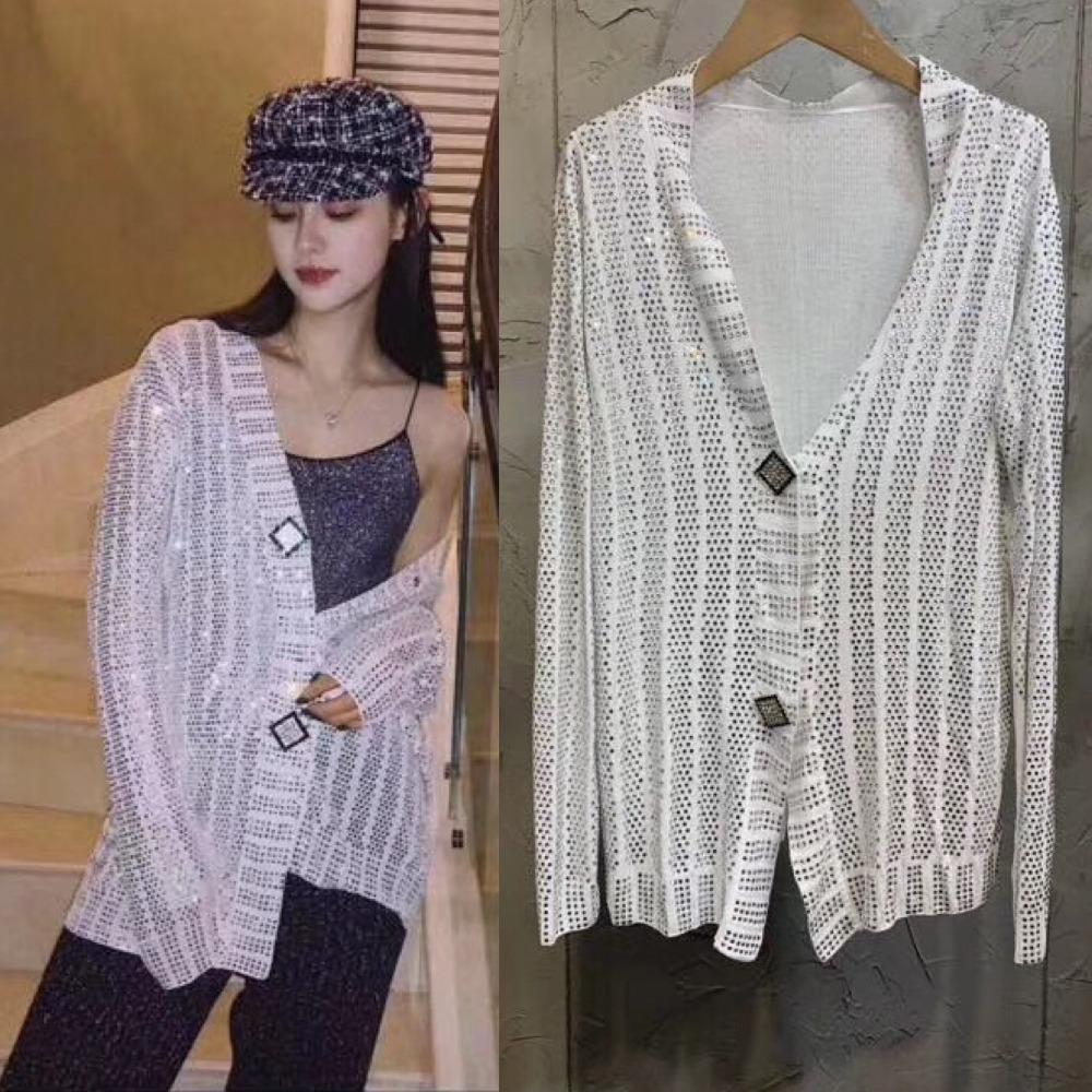 الخريف عارضة ملابس النساء 2018 V الرقبة أبيض طويل محبوك أزياء الراين بلورات أزرار الماس سترة Feminino