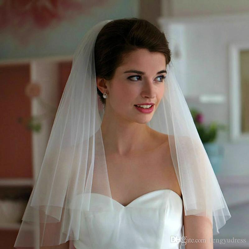 Fengyudress Barato Branco / Marfim Curto 2 Camadas Corte Bordado Tule Véu de Noiva Com Pente Acessórios para Noivas