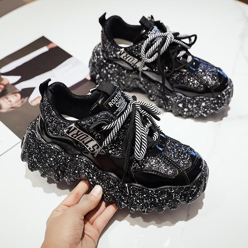chaussures de sport nettes nouvelles rouge femmes 2020 printemps version coréenne du gâteau éponge chaussures de papa sauvage dentelle fond épais chaussures de marée occasionnels