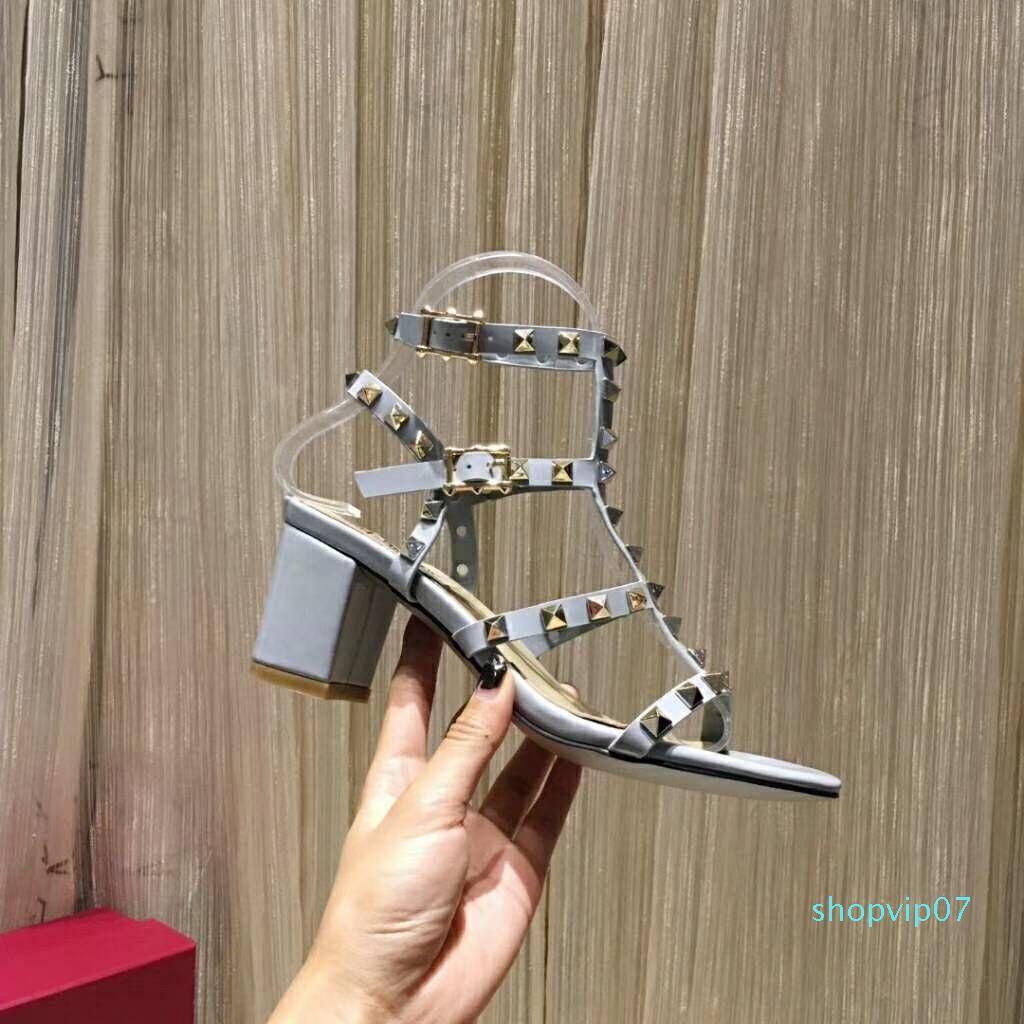 las mujeres los zapatos del diseñador de las mujeres altos remaches de la manera partido de las muchachas atractivas sandalias de doble correas de talón abierto sandalias del remache Marca Beach
