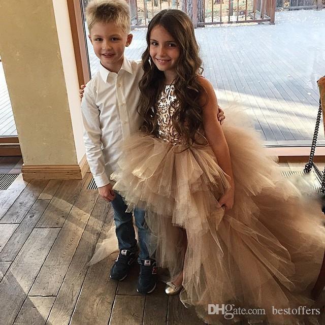 Princesa de Ouro Alta Baixa Little Girls Pageant Vestidos Appliqued Vestido da Menina de Flor Camadas de Tule Vestidos de Casamento Dos Miúdos