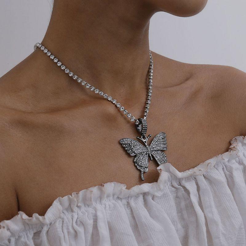 Bling Bling Rhinestone-Schmetterlings-Anhänger-Halskette Frauen-Mädchen-Schmetterlings-Halskette für Geschenk-Partei Art und Weise Schmucksachen 4 Farben