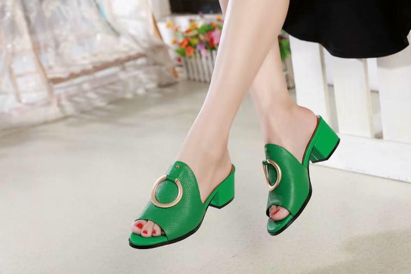 Heißer Verkauf- Briana Weibchen IN Hot Zipfel Stilett-Absatz Slipper Sandalen Frau Schuhe Süßigkeit Orange Blau Grün Nude sandale Kralle femme