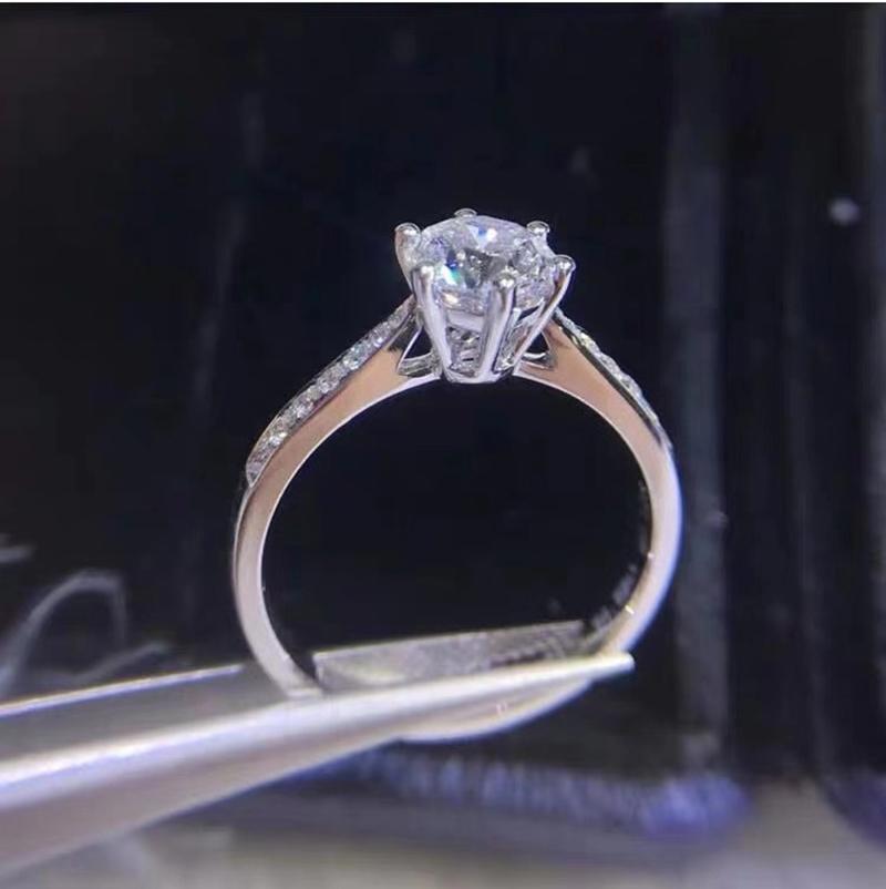 Argent 925 Bague en argent 6.5mm Moissanite JOAILLERIE ronde Cut 1ct IJ anniversaire de mariage Bagues pour Girlfriend Y200321