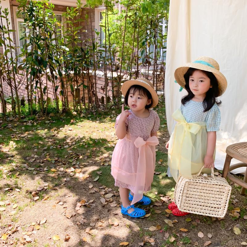 귀여운 달콤한 여자 아기를위한 큰 나비 앞치마 여름 새로운 도착 한국 스타일의 체크 무늬와 꽃 짧은 소매 공주 드레스