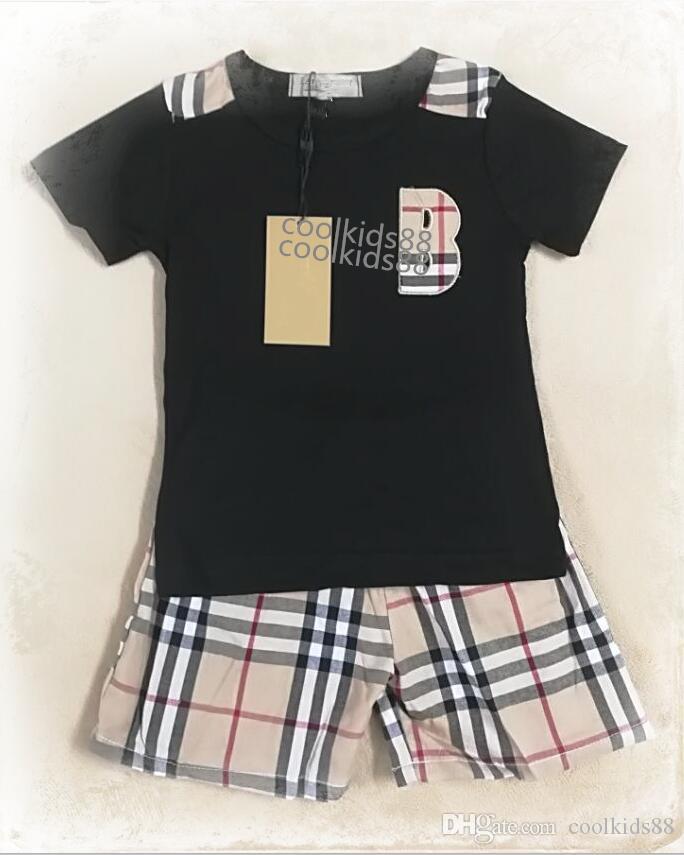 الفتيات الصغيرات المصممات ملابس الأطفال الصغار السراويل العليا ... ... يضع الأطفال 2Pcs ... ... يضع الأولاد حرف تي شيرت وبانت الصيف