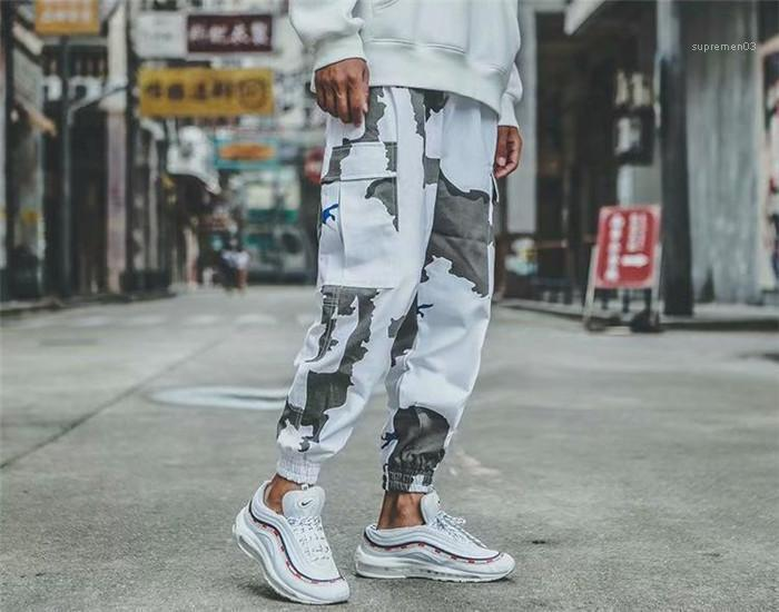 Pantalones Hombre Pantalones con paneles de bordado aptitud de los hombres del lazo del Ins Pantalones Hip Pop ropa de moda del camuflaje del cargo