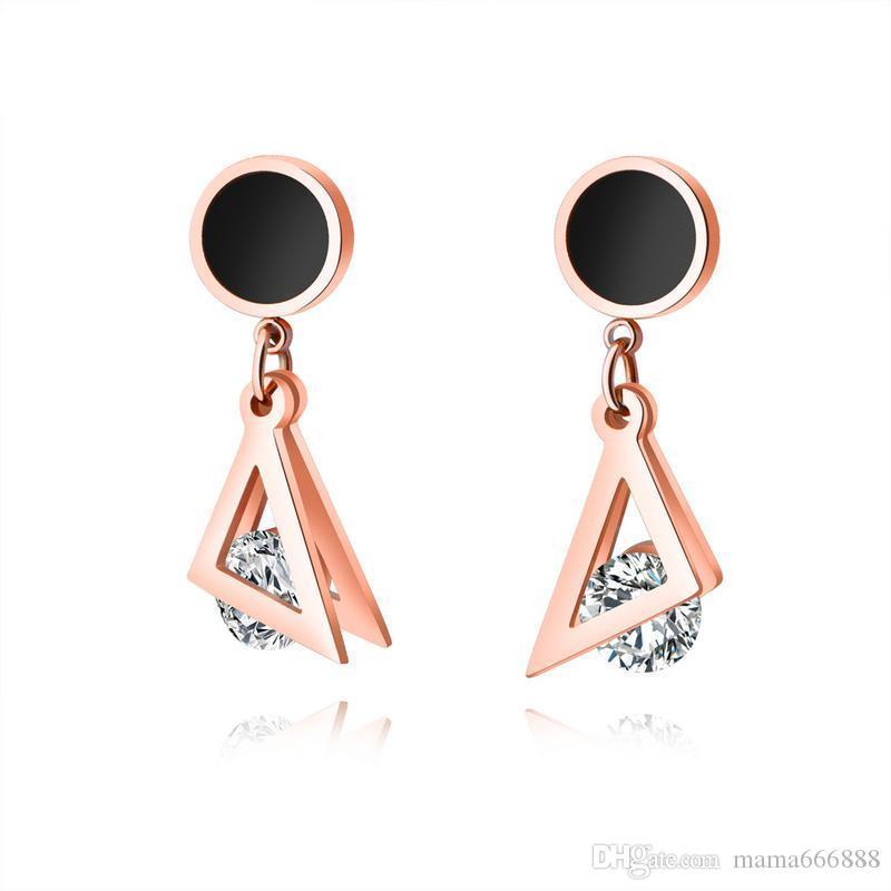 Simple japonés y coreano Negro Ronda triangular abrazadera taladro Pendientes de acero de titanio gaseoso de oro rosa de 18 quilates Pendientes de tendencia