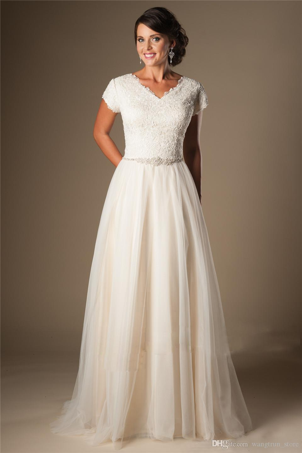 Modest Short Sleeves Cheap Wedding Dresses 2019 Ivory V Neck Buttons Lace Tulle Bridal Gowns A-line Inexpensive Wedding Gowns