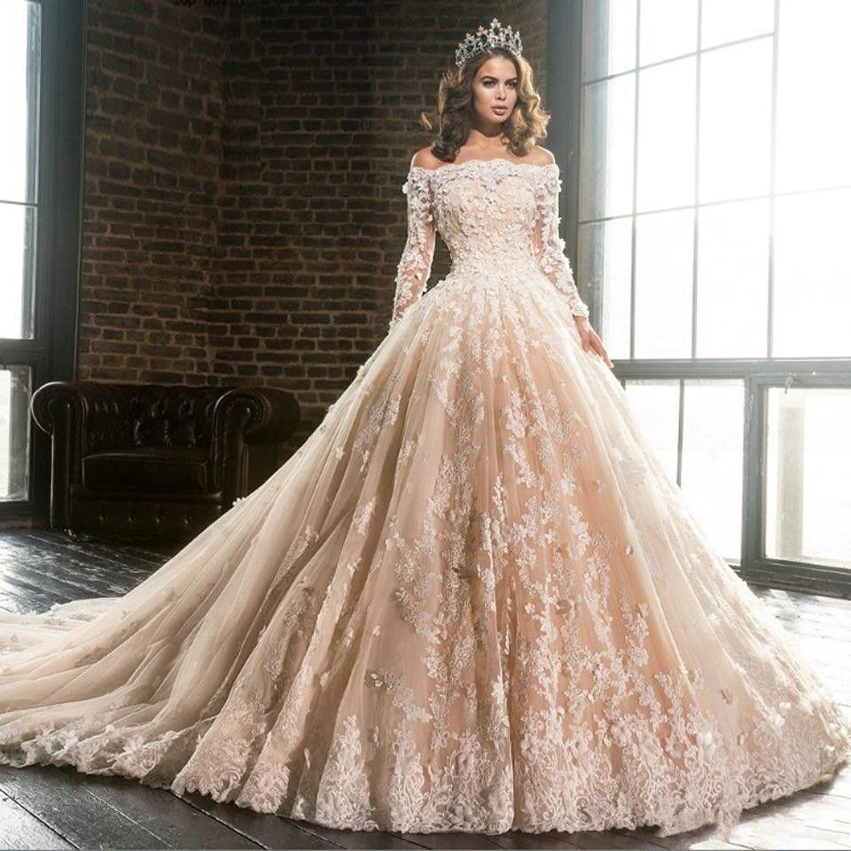 Designer De Barco De Champagne Pescoço Mangas Compridas Lace Apliques vestido De Baile Vestidos De Casamento 2019 Fora Do Ombro Flores Puffy Vestido Quinceanera BA9900