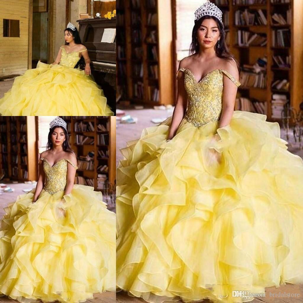 Vestido de fiesta de princesa 2015 Vestidos de quinceañera Amarillo fuera del hombro Volantes en cascada Cuentas de cristal Organza 2018 Vestido de fiesta de graduación para Sweet 16
