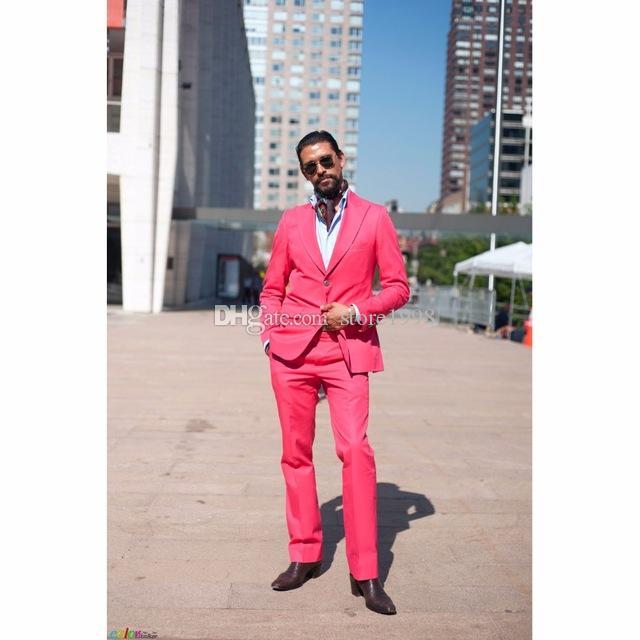 Garçons à la mode Peak Lapel Groom Tuxedos Hommes Rose Chaud Costumes Mariage / Bal / Dîner Meilleur Homme Blazer (Veste + Pantalon + Cravate) A723