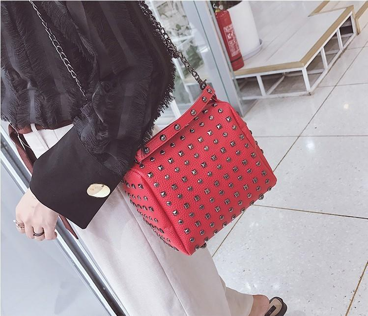 Free2019 Tide Ma'am Small Bag Rivet Chain Single Shoulder Package All-match Messenger Portable Woman
