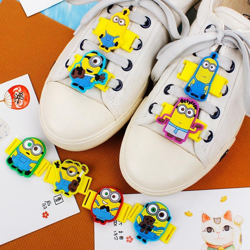 Charms 12Pcs / Lot della novità del fumetto Cattivissimo Me Minion merletto scarpe casual Tatuaggi / Sport Scarpe Accessori per i regali per bambini