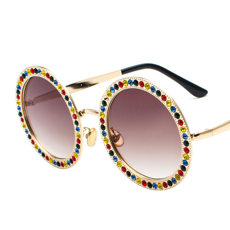 2018 nuovi occhiali da sole di diamante rotondo occhiali di moda in passerella oceano pezzo multicolore degli occhiali da sole 8026 le riprese di strada