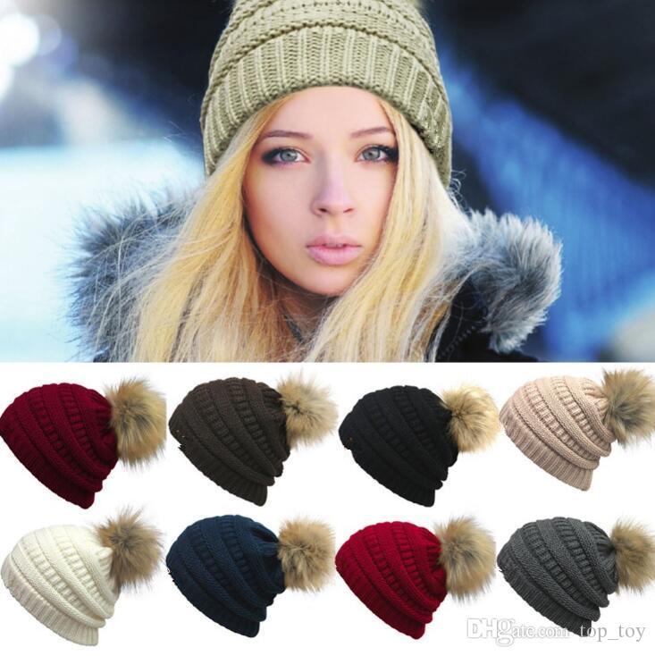 Frauen Beanies Herbst Winter gestrickte Skullies Lässige Outdoor-Hut solide gerippte Strickmütze mit Pom Mädchen Kappen OOA2717