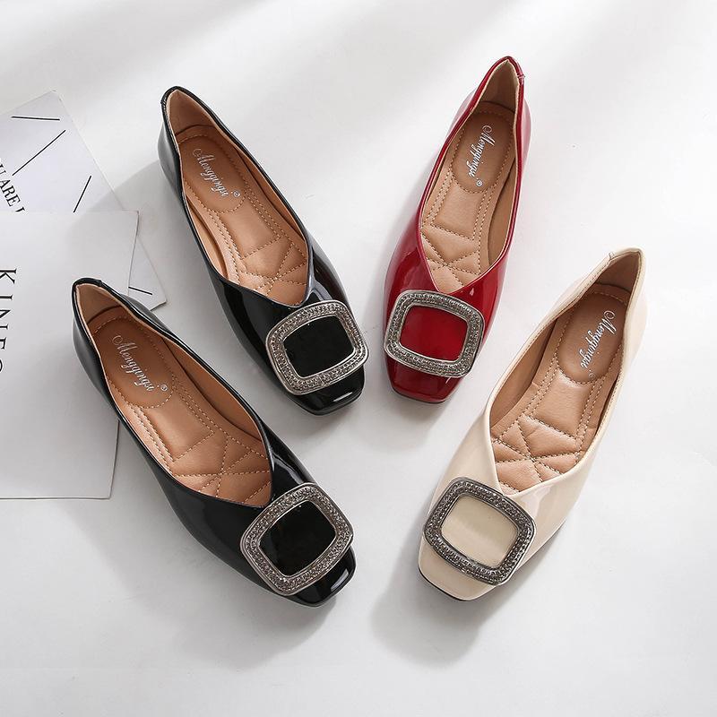 Ballerinas Frauen Lackleder flache Schuhe quadratische Zehe-Loafers Metallschnalle Beleg auf Slides Big Size Zapatos Mujer Rot Schwarz